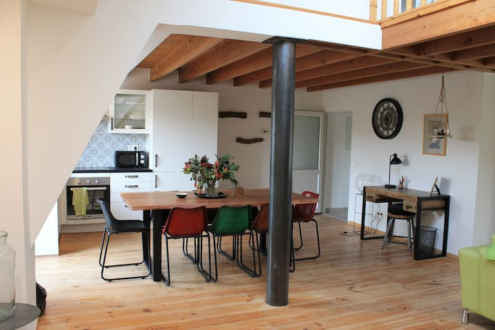 Sunny, Spacious Loft close to Brussels Airport