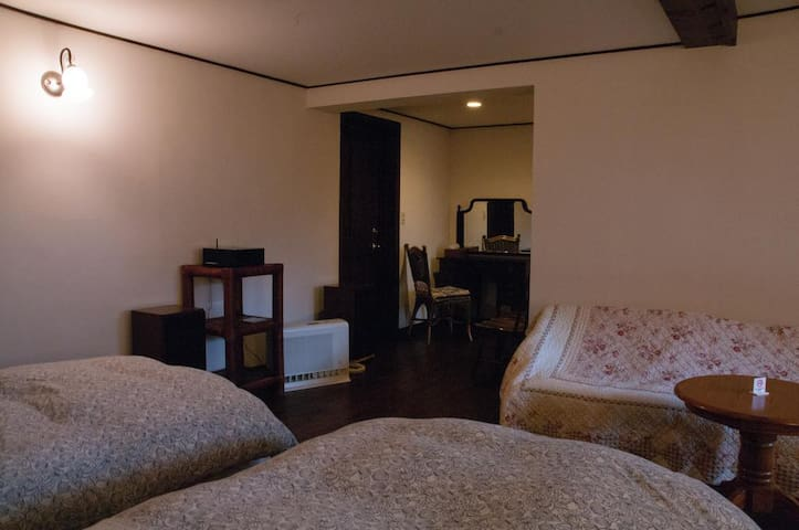 Tombouctou Triple Room with Private Bathroom