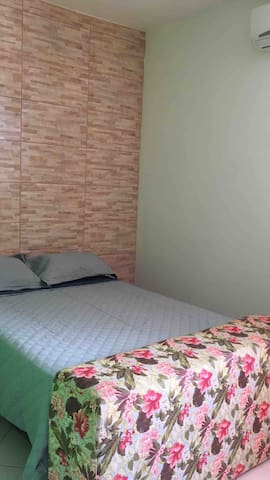 Quarto 1  cama casal Ventilador de teto  Ar-condicionado
