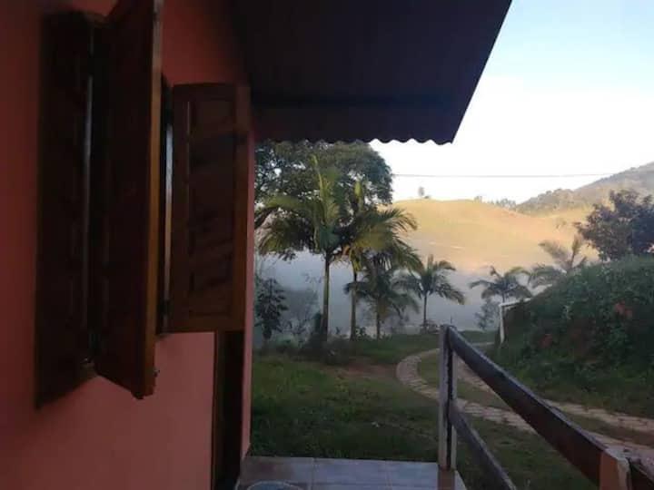 Chalé Currupião vista pras montanhas do Caparaó