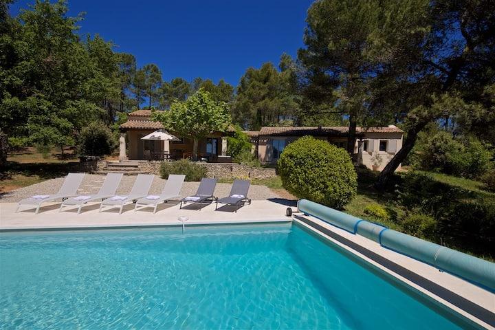 Villa au calme, piscine privée, proche du village