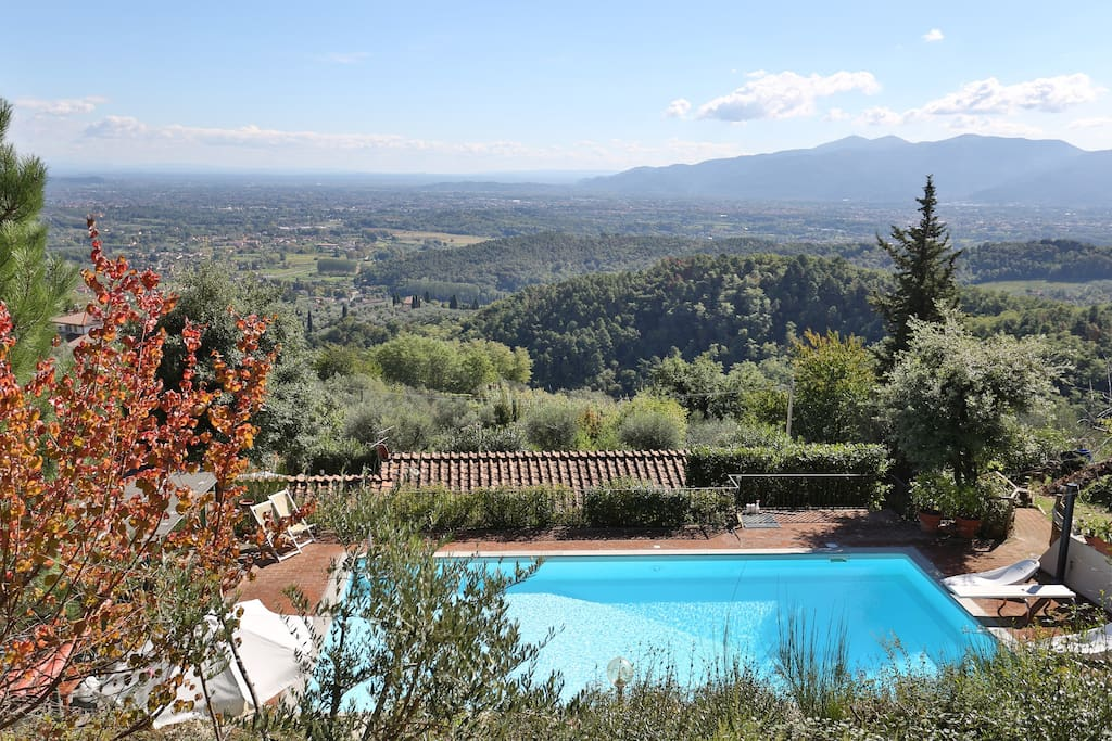 Villa rubina in collina con piscina villas for rent in for Piscina 4 torri lucca