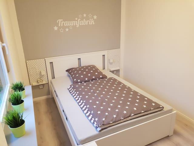 Jede Matratze ist wendbar, d.h. entweder schlafen Sie auf Härtegrad 3 oder auf Härtegrad 4. Süße Träume!
