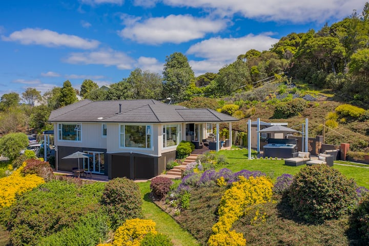 Tui Suite, Stunning Valley and Ocean Views