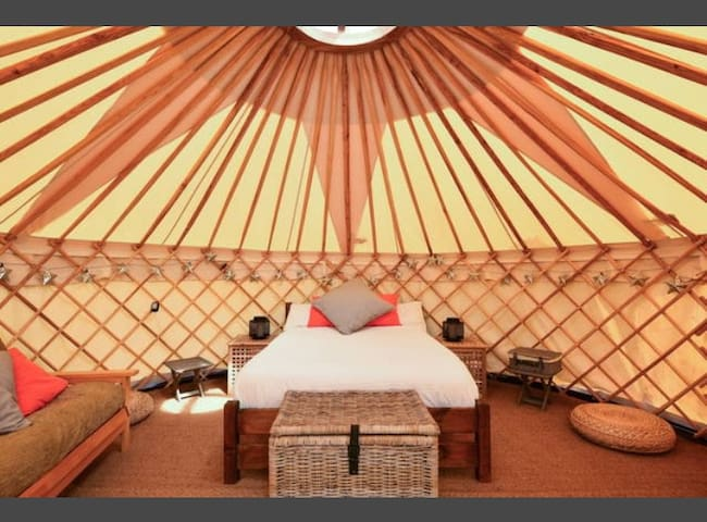 Luxury Yurt at Hale Farm Campsite - Chiddingly