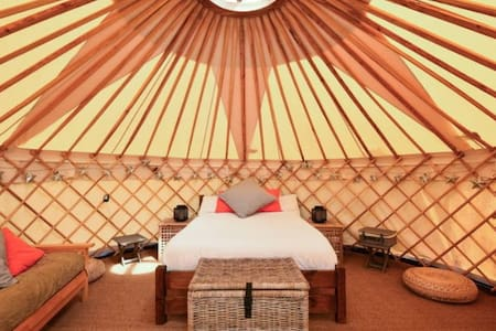 Luxury Yurt at Hale Farm Campsite - Chiddingly - Khemah Yurt
