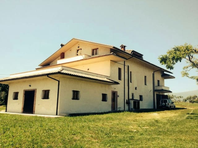 Amazing Italian country house - Ticchione - Byt