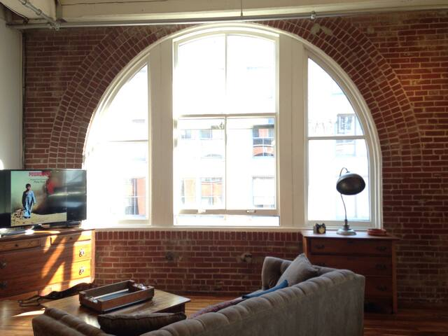 Spacious Downtown Loft Central to Everything - St. Louis - Loft
