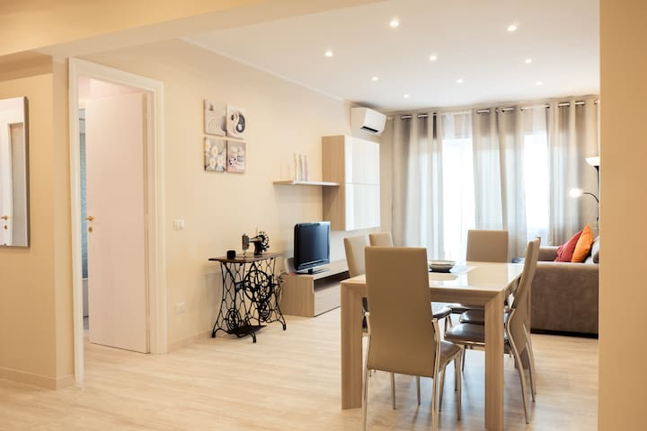 Renewed, colorful flat for families up to 7 guests - Roma - Apartment