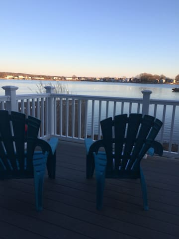 Waterfront Remodeled Beach Cottage - Portsmouth - House