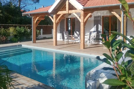 Cosy house w/ swimming pool - Soulac-sur-Mer - 一軒家