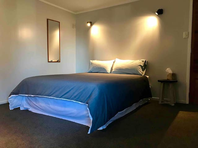 Pohutakawa Haven - a cosy space in urban Auckland