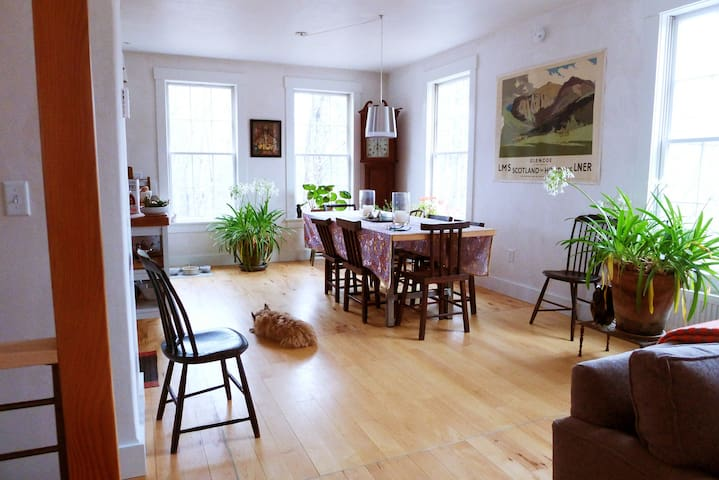 Elegant Home 5 Minutes from Dartmouth