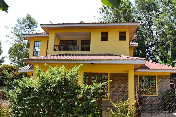 Countryside Villa - 3BR with Unlimited Wifi & DSTV
