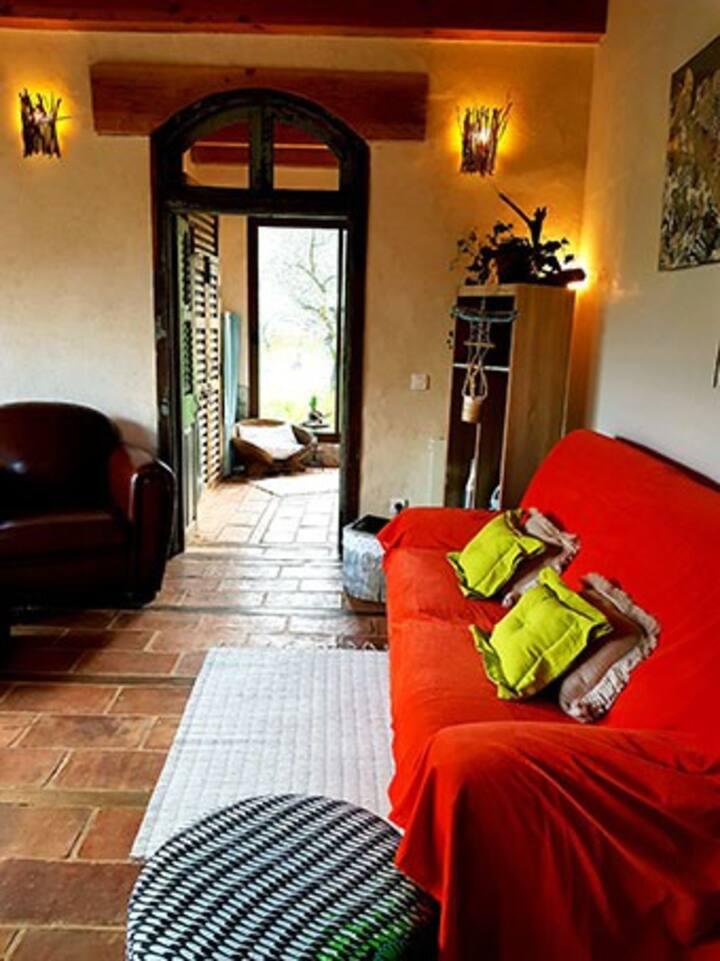 """Très beau """"Mazet"""" écologique dans une oliveraie."""