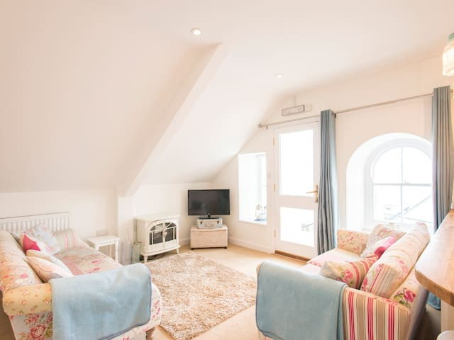 SPIRAL VIEW, family friendly in Perranporth, Ref 955606