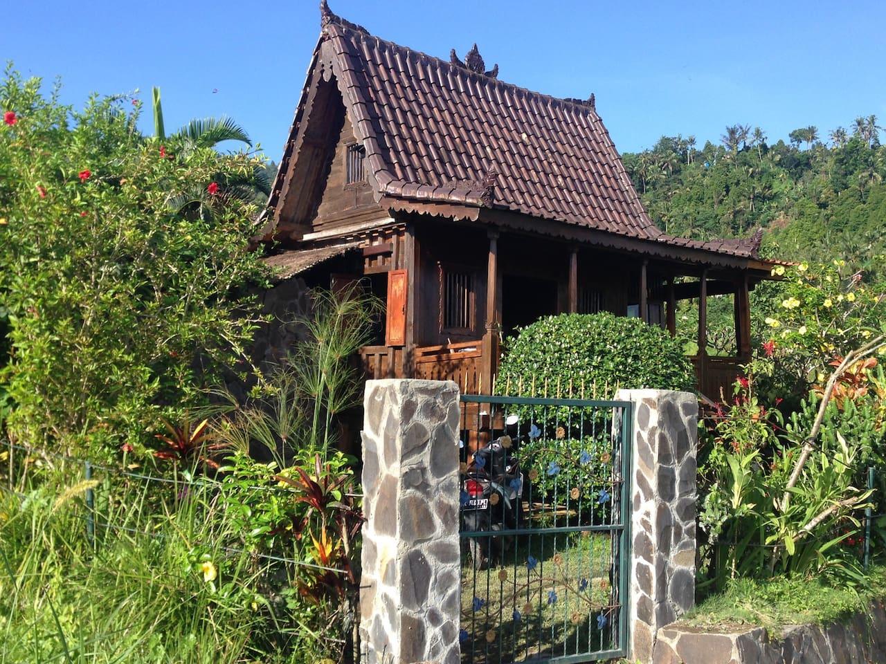 Amazing wooden trekking house Secret Garden