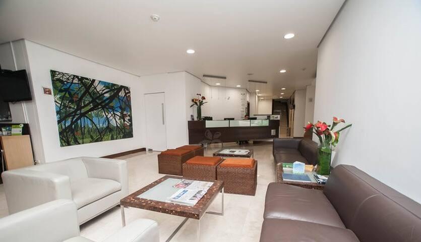 Luxury Poblado Jacuzzi Apt in Hotel - Medellín - Daire