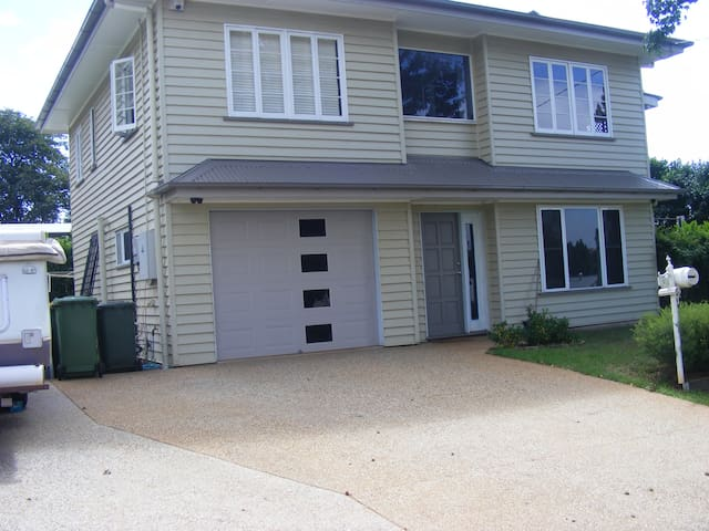 Quiet modern family friendly South Toowoomba unit.