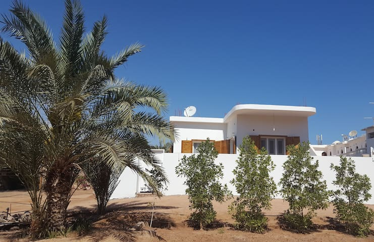 Luxury, Private & Quiet, 50m to sea, Jacuzzi bath