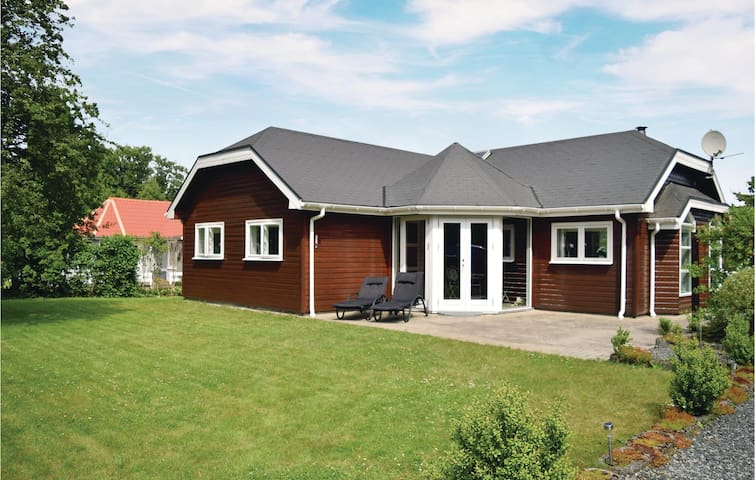 Holiday cottage with 3 bedrooms on 73 m² in Fårvang