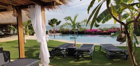 Villa intill stranden