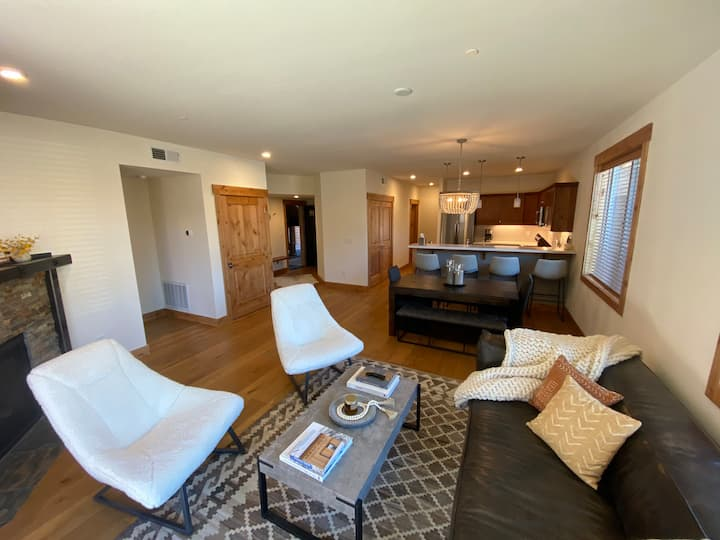 New Designer Townhouse Close To Squaw and Truckee