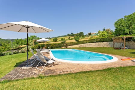 Pleasing Holiday Home in Città di Castello with Terrace