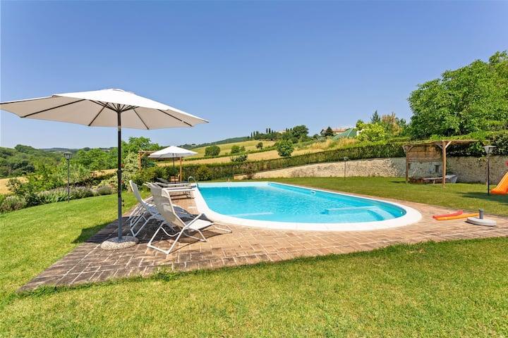 Geräumiges Ferienhaus in Città di Castello mit Pool