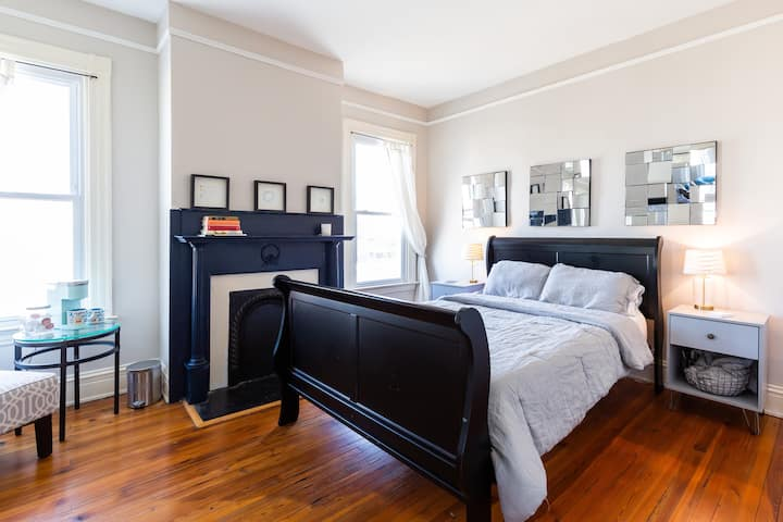 Spacious private room in historic Church Hill home