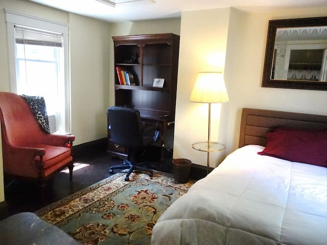 LUXURY ROOM NEAR CWRU, CLEVELAND CLINIC & DOWNTOWN