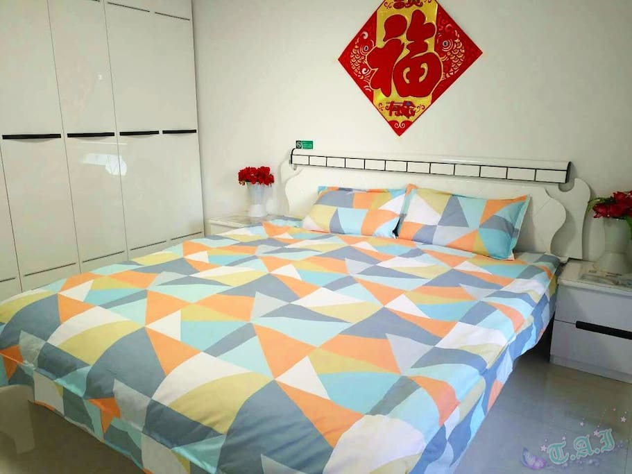 Sunny bedroom with brand new cotton bedding, comforter for fall and winter 阳光大主卧