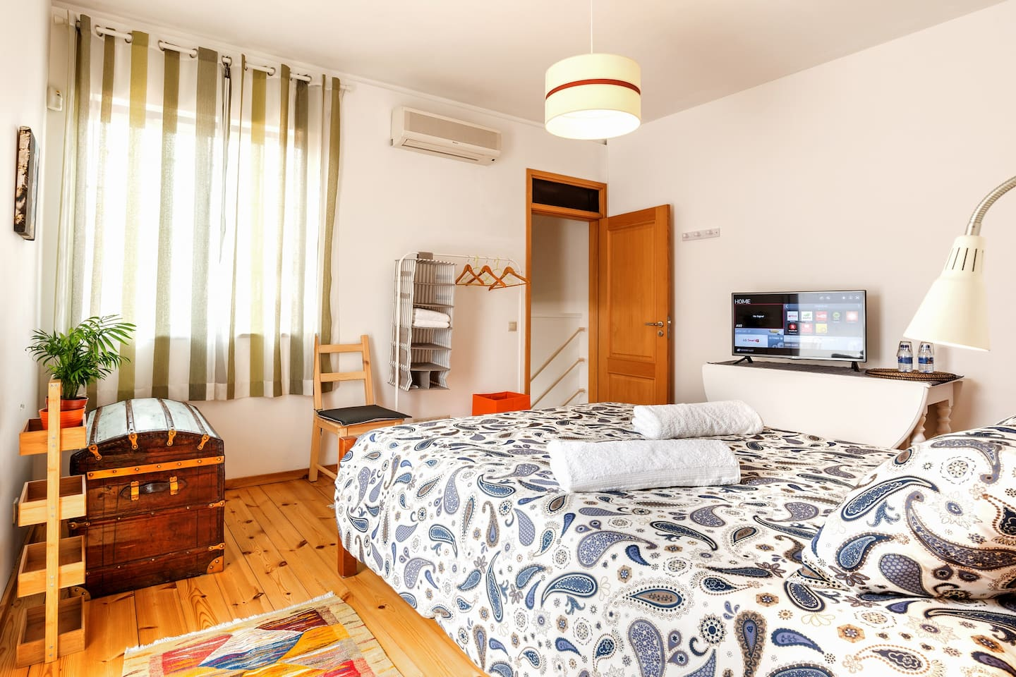 Air conditioning bedroom with wooden floor and smart TV (internet/netflix).