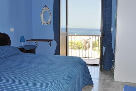 B&B Ro.Ma. Vista Mare - Barcellona Pozzo di Gotto - Bed & Breakfast
