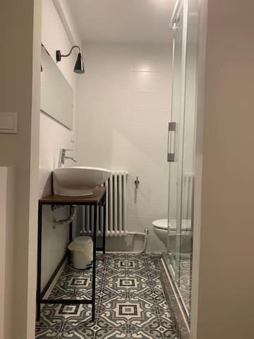 Baño privado dentro de la habitación