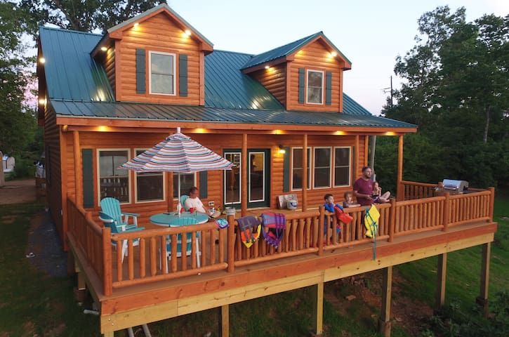 Toledo Bend Lakefront Log Cabin - 3 mile sunsets