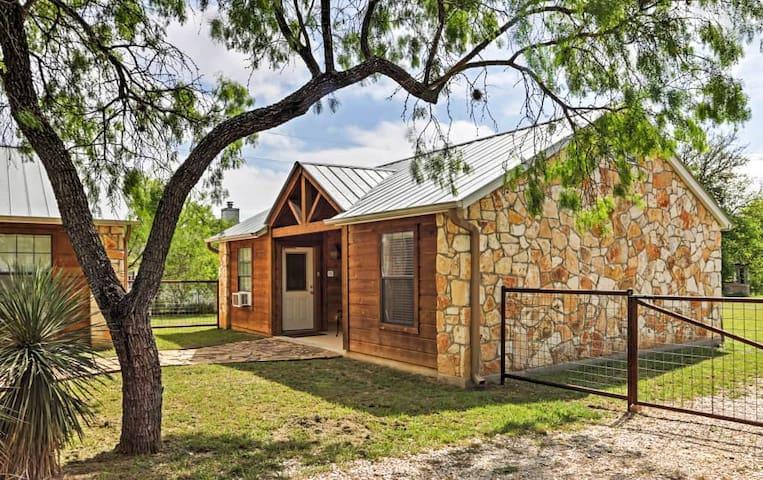 Fantastic 1BR Lakehills Cabin - Lakehills - Cabin