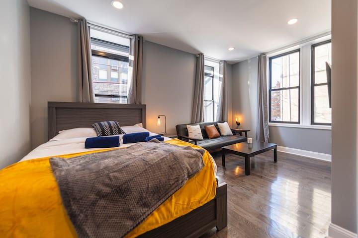 2 queen beds 2 TVs in each room 2 bathrooms