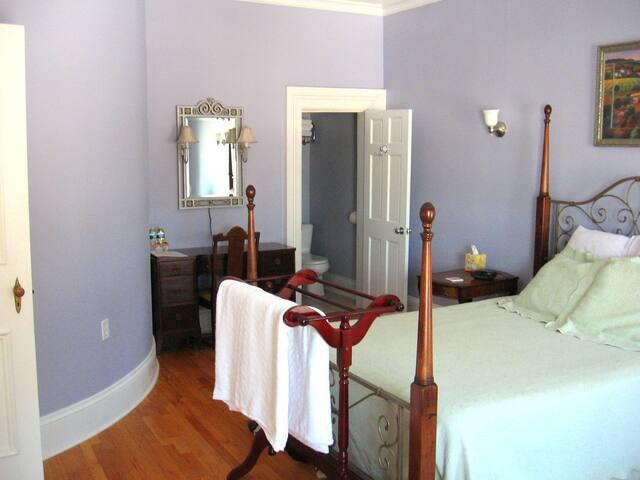 Vineyard Room at Mariaville Lake B&B