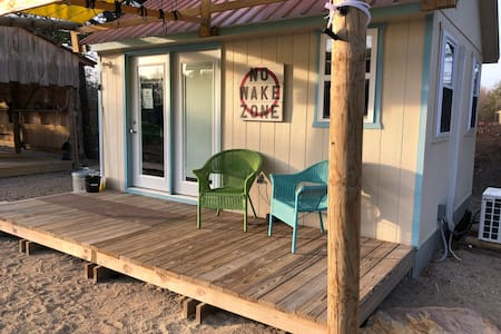 Beach Style Lakeside Mini Cottage No Wake Zone