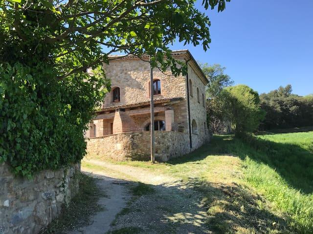 Rustic B&B for families near Girona - Celrà - Pousada