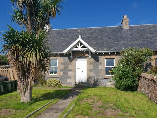 Spacious rural family cottage outside Campbeltown