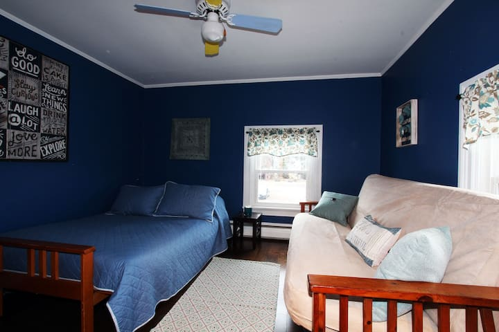 Bedroom 3 - Two Futons