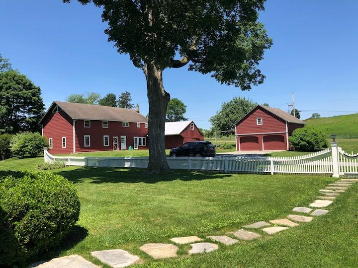 Hudson Valley - Picardy Farm: The Barn