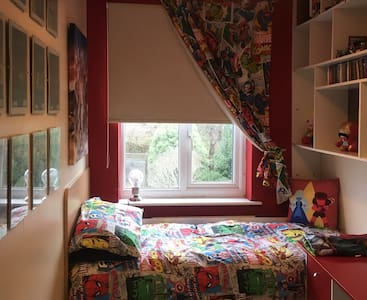 Cute  MARVEL ROOM- Yeovil Town Centre-