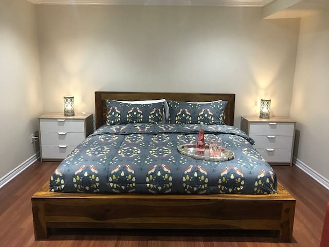 Brand New Bachelor/Suite - Hotel Experience