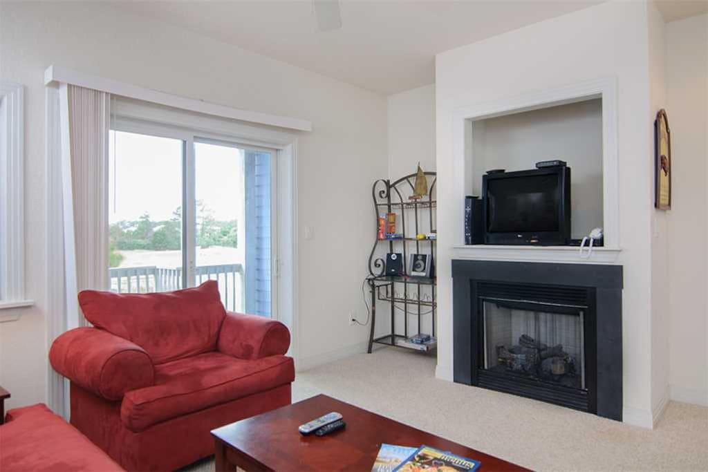 BB109: Bermuda Bay 109 | Mid Level Living | Fireplace Not Available For Guest Use