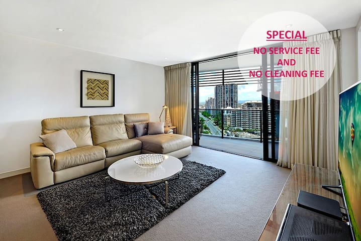 Your home away from home 2BDR apt AC and Foxtel