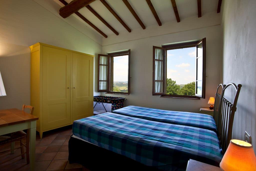 La Camera Doppia con la bellissima Vista della Campagna Toscana e del borgo di San Gimignano.