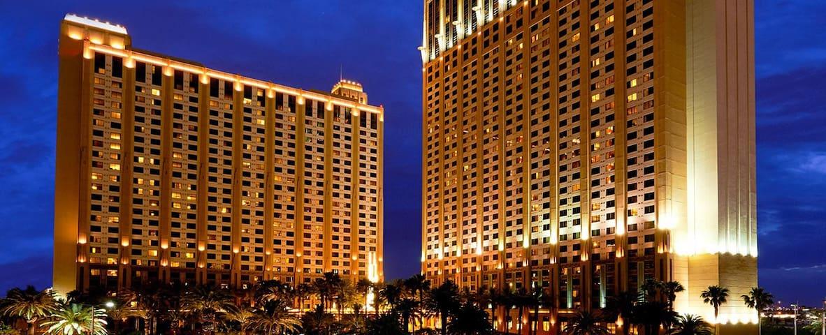 Hilton Grand Vacations: 2-BR, Sleep 6, Kitchen